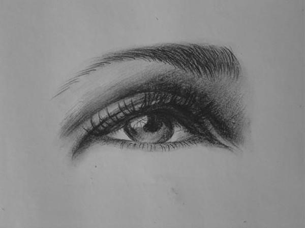 女生素描眼睛的画法步骤是什么